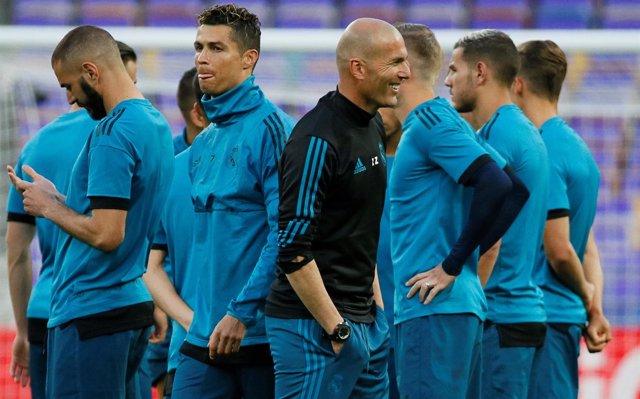 Zidane: 'Dentro del vestuario nadie se siente favorito'