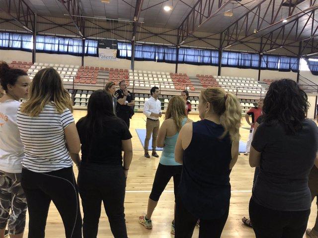 Cerca De 200 Mujeres Participan En El Curso De Defensa Personal Que Imparte La P