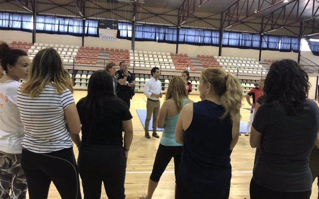 200 mujeres de Paterna participan en el curso de defensa personal 'Mai caminarás sola'