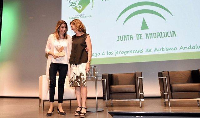 Díaz recoge el reconocimiento de Autismo Andalucía a la Junta