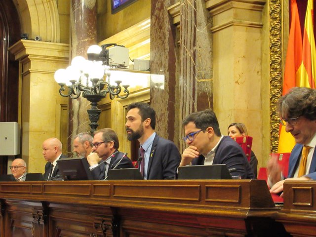 El presidente del Parlament, Roger Torrent, en el pleno