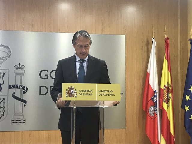 El ministro de Fomento, Iñigo de la Serna, en la Delegación del Gobierno