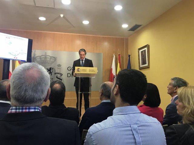 De la Serna presenta el anteproyecto en la Delegación del Gobierno