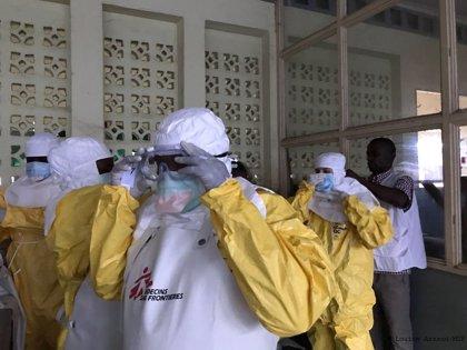 Sanidad traslada a Madrid el bote encontrado en Mallorca que podría contener ébola para su análisis