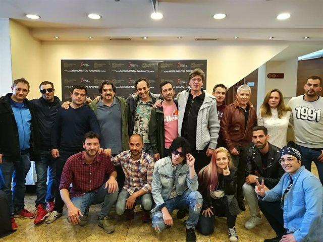 Miembros del espectáculo 'Yo no fui a la ESO' y organizadores de Baldumac