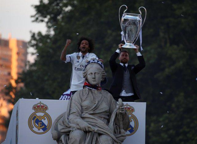 El campeón de Europa corona Cibeles tras un paseo triunfal por Madrid