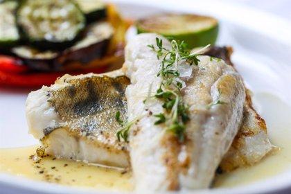 Comer pescado en el embarazo no aumenta el riesgo de autismo en los hijos