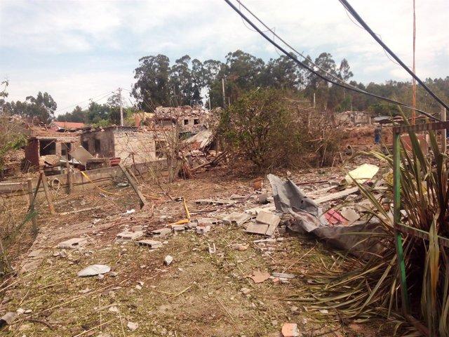 Destrozos en la parroquia de Tui donde se produjo la explosión pirotécnica