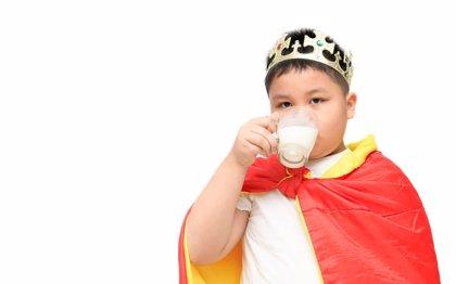 Así protege la leche contra el síndrome metabólico en niños obesos