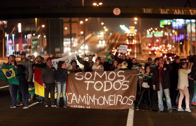 Huelga y corte de carreteras de camioneros en Canoas