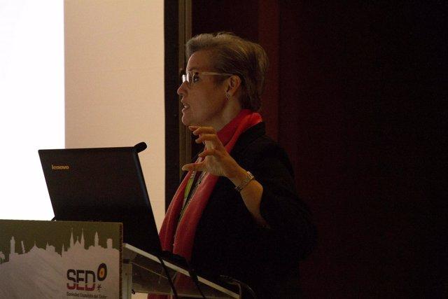 La doctora Raquel Aibalo durante el congreso de la SED
