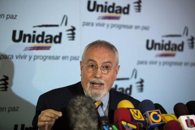 El secretario general de la MUD, Ramón Guillermo Aveledo.