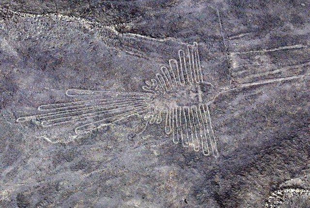 Foto de archivo de los geoglifos hallados en 2002 en Palpa