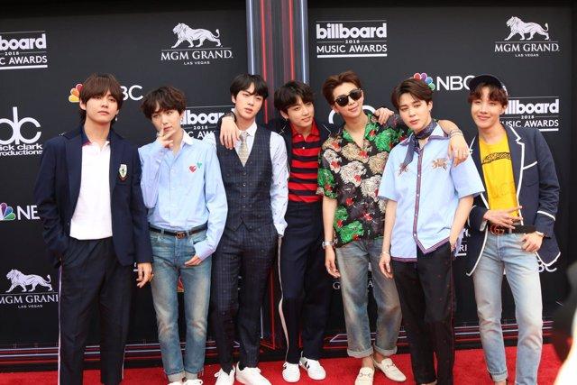 BTS, Jin, Suga, J-Hope, RM, Jimin, V, Jungkook, Rap Monster at arrivals for 2018