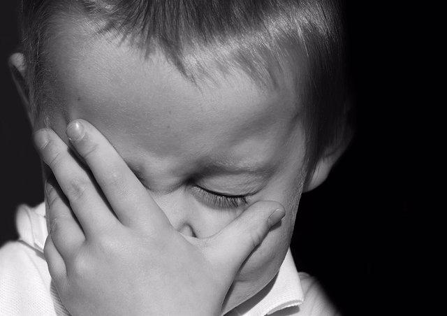Niño dolor, tristeza, sueño