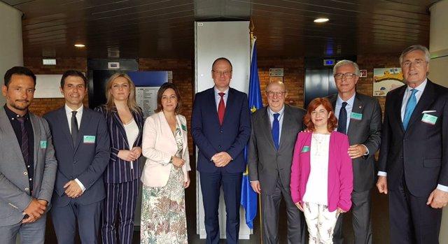 Los alcaldes del Grupo de Ciudades con el comisario europeo de Cultura
