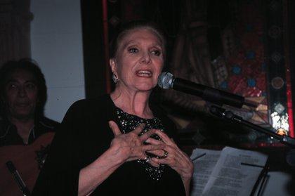"""María Dolores Pradera, """"la gran señora"""" de la canción latinoamericana"""