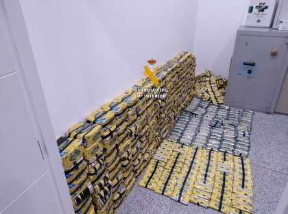 La Guardia Civil se incauta de 2.200 paquetes de tabaco de picadura de contrabando en el aeropuerto de Málaga