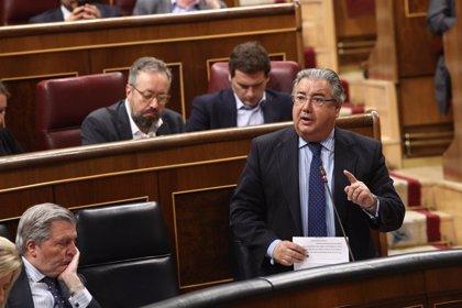 """Zoido: Los agentes en el Campo de Gibraltar """"ya se han aumentado"""" y se han incorporado """"muchos y mejores"""" medios"""