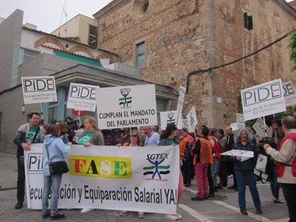 Sindicatos de funcionarios exigen una declaración institucional de la Asamblea en apoyo a la mejora de sus condiciones