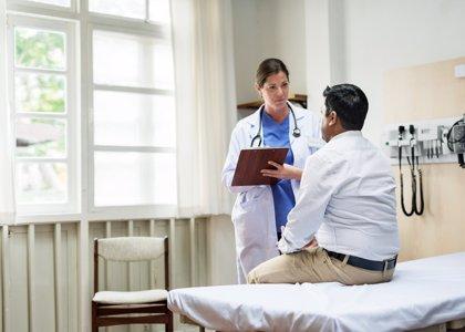El número de médicos colegiados sube un 1% en 2017 en Extremadura, y el de enfermeros, un 0,9%
