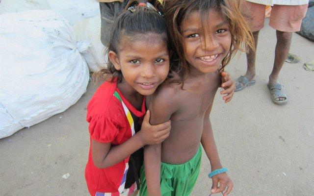 El CEU, AUARA y Esperanza y Alegría mejoran la salubridad de 1.200 estudiantes de la India