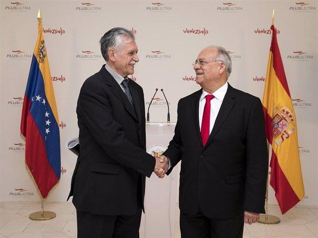Acto con motivo de la inauguración de la ruta Madrid-Caracas