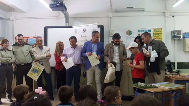 Algar (centro), durante la entrega de premios