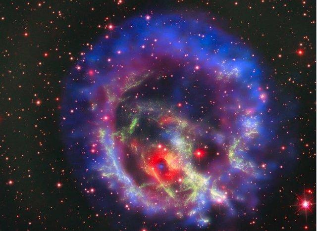 E0102, la supernova solitaria