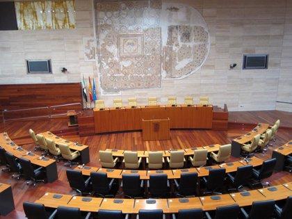 La Asamblea de Extremadura debate en el pleno de este jueves sobre las ambulancias, la LEGIO o los daños por tormentas