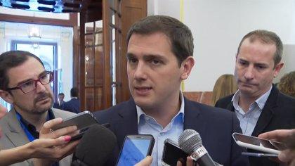 """Rivera dice que el debate de la moción de censura parece un """"campeonato de España de corrupción"""" entre PP y PSOE"""