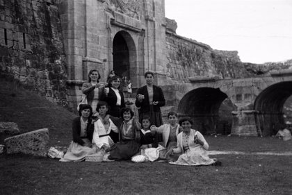 El IDES de Salamanca suma 3.000 nuevas fotos a sus fondos sobre tradición y costumbres de pasadas generaciones