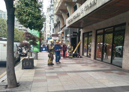 Sucesos.- Una fuga de gas obliga a cortar parte de la calle Uría de Oviedo