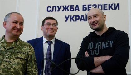 """Rusia dice que Ucrania """"debe responder"""" por haberle acusado del asesinato del periodista Arkadi Babchenko"""