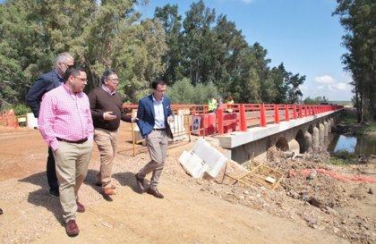La mejora de la carretera que une Zurbarán con la N-430 estará terminada a finales del mes de agosto