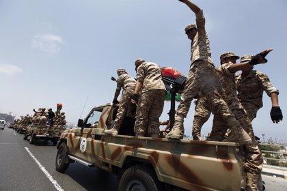 Un grupo armado se retira de la base aérea de Tamanhit (Libia) tras hacerse con su control durante varias horas