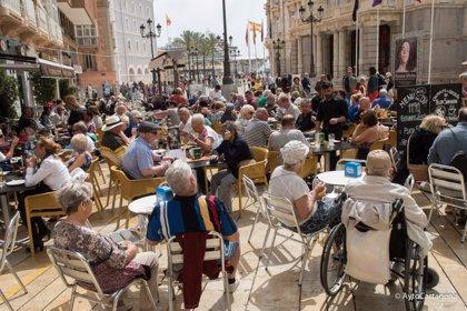 España recibe más de 20 millones de turistas hasta abril, un 2,3% más, con 21.394 millones de gasto
