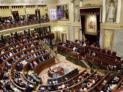 Armengol asiste al pleno del Congreso de Diputados para seguir la votación de la moción de censura a Rajoy