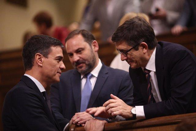 Pedro Sánchez, José Luis Ábalos y Patxi López durante la moción de censura