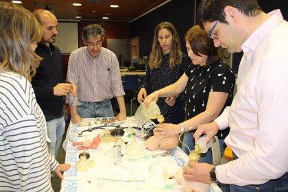 Un total de 25 profesionales sanitarios participan en un curso sobre reanimación cardiopulmonar pediátrica y neonatal