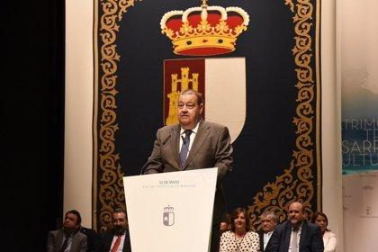 El presidente de las Cortes recibe el alta médica tras pasar la noche en el hospital