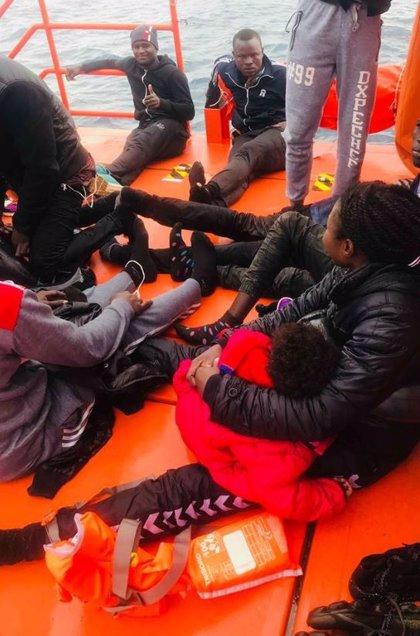 El Ayuntamiento de Granada asume el operativo de acogida y traslado de 54 inmigrantes