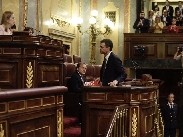 El socialista Pedro Sánchez, con Ana Pastor