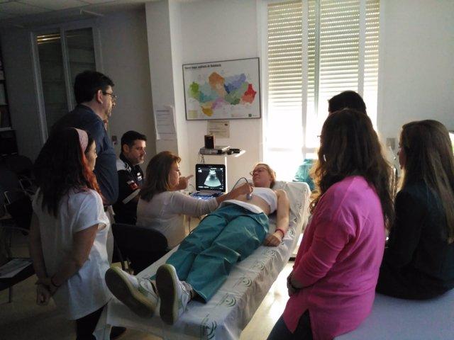 Médicos de familia se forman en ecografías abdominales