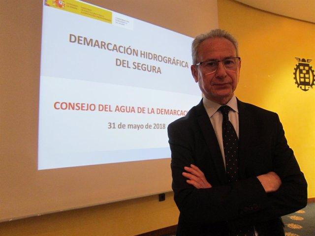 El presidente de la CHS, Miguel Ángel Ródenas, en la reunión