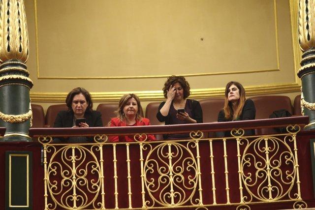 Ada Colau sigue el debate de la moción de censura en el Congreso