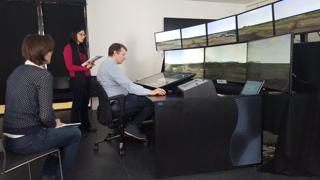 Simulador de torre de control remota de Indra