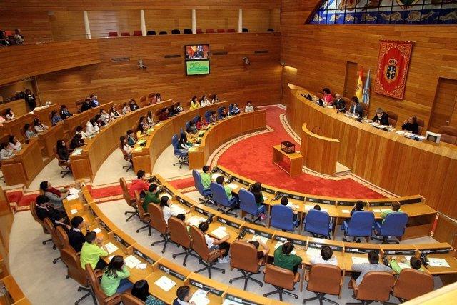 Pleno de Aldeas Infantiles en el Parlamento de Galicia