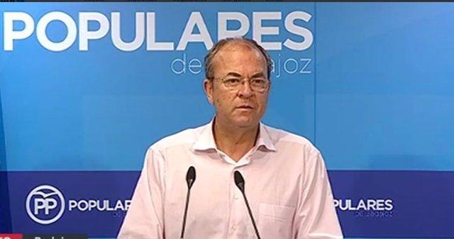 Monago en rueda de prensa en Badajoz