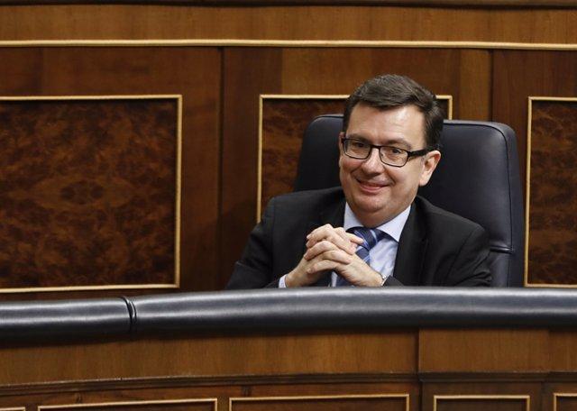 El nuevo ministro de Economía, Román Escolano, en el pleno del Congreso